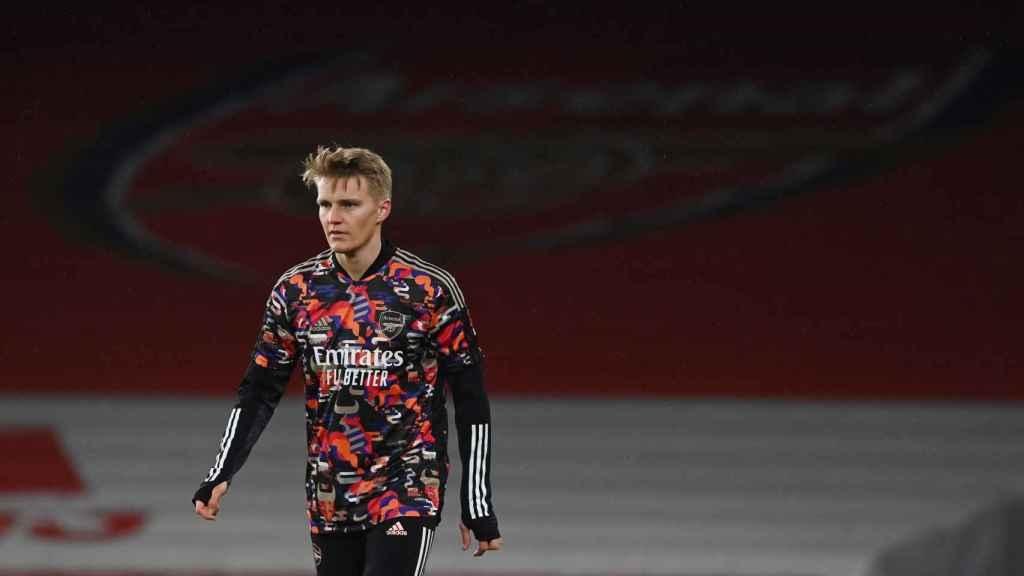 Martin Odegaard, en el calentamiento del Arsenal antes de su debut
