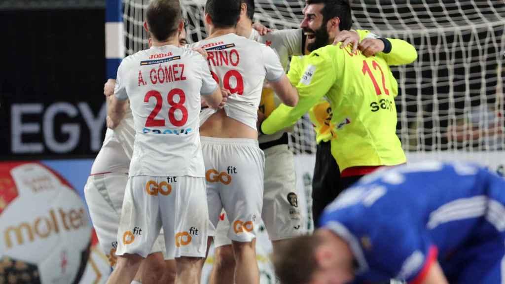España celebra tras el pitido final su bronce