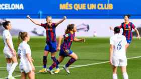 Alexia Putellas celebra uno de los goles del FC Barcelona Femenino frente al Real Madrid Femenino