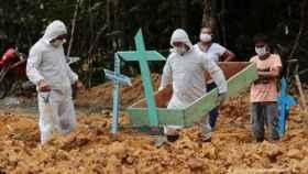 Una nueva variante del coronavirus surgida en el corazón de la Amazonía brasileña ha vuelto a encender la alerta internacional