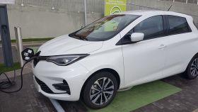 El Renault Zoe, el eléctrico más vendido, durante una carga.