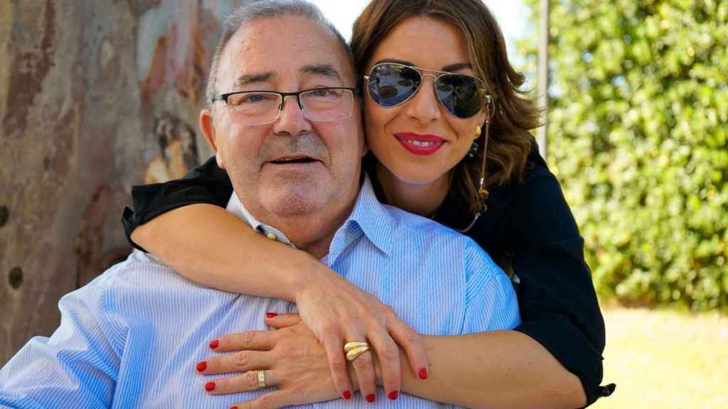 El fallecido Miguel Maeso, junto a su hija Mayka, tres meses antes de su muerte.