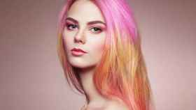 El rosa se posiciona como el color que triunfará en tu melena en 2021.