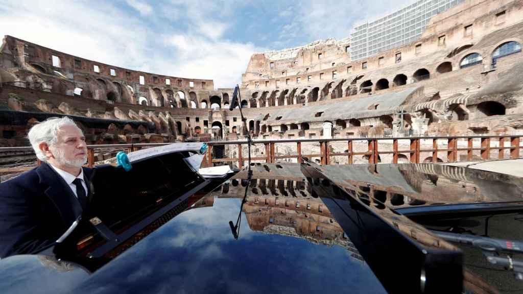 Un pianista actúa en el Coliseo después de tres mese de cierre por la pandemia.