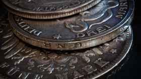 Varias monedas históricas de plata de Alemania.