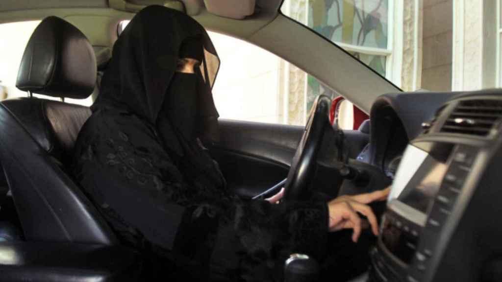 Las mujeres pueden conducir desde mediados de 2018 en Arabia Saudí.