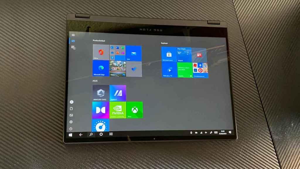 Como buen 'dos en uno', el Asus ROG Flow X13 se convierte en tablet