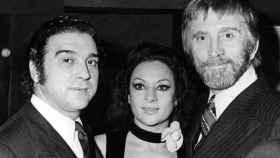 Kirk Douglas, junto a Lola Flores y El Pescaílla.