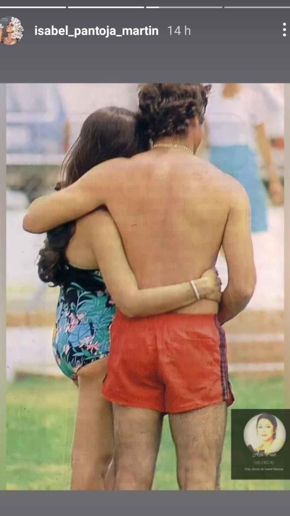 Esta es la imagen junto a Paquirri que Isabel ha rescatado del vídeo de su clun de fans para compartirla.