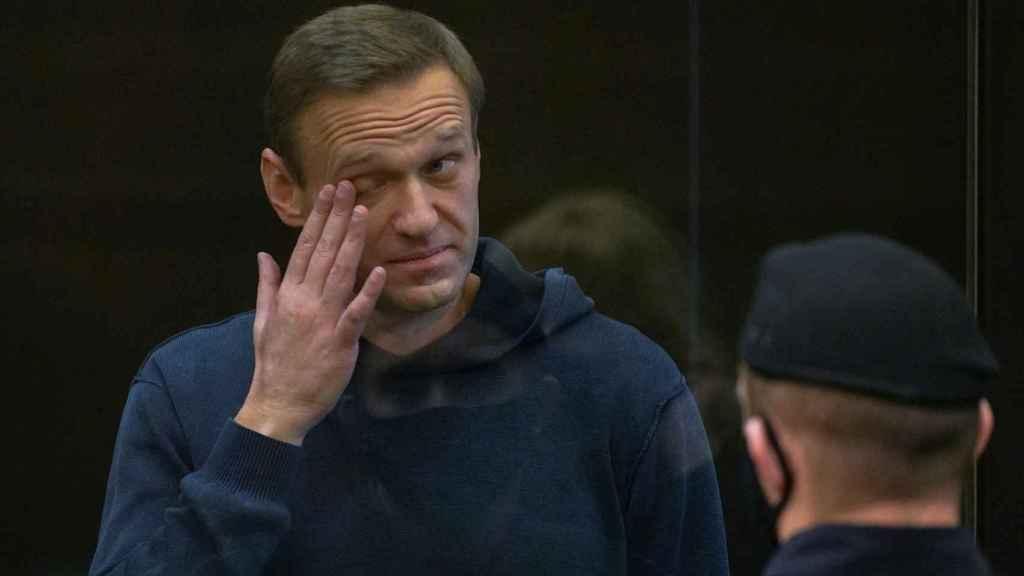 Alexéi Nalvalny, durante la audiencia del juicio al que ha sido sometido en Moscú.