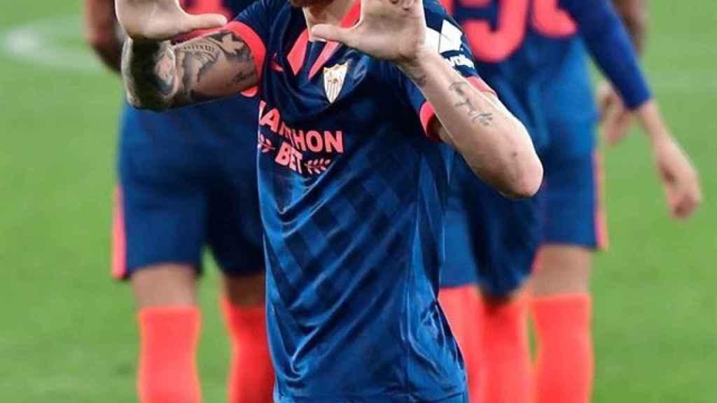Ocampos celebra su gol con el Sevilla al Almería en la Copa del Rey