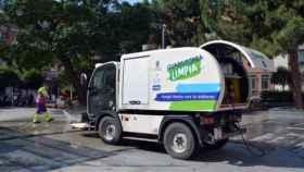 Camión de limpieza viaria y recogida de residuos de Guadalajara. Foto: CCOO