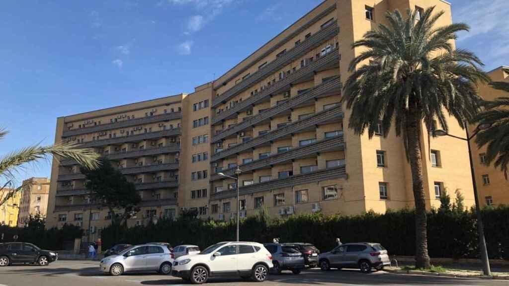 Vista del hospital habilitado en un edificio de la vieja Fe. EE