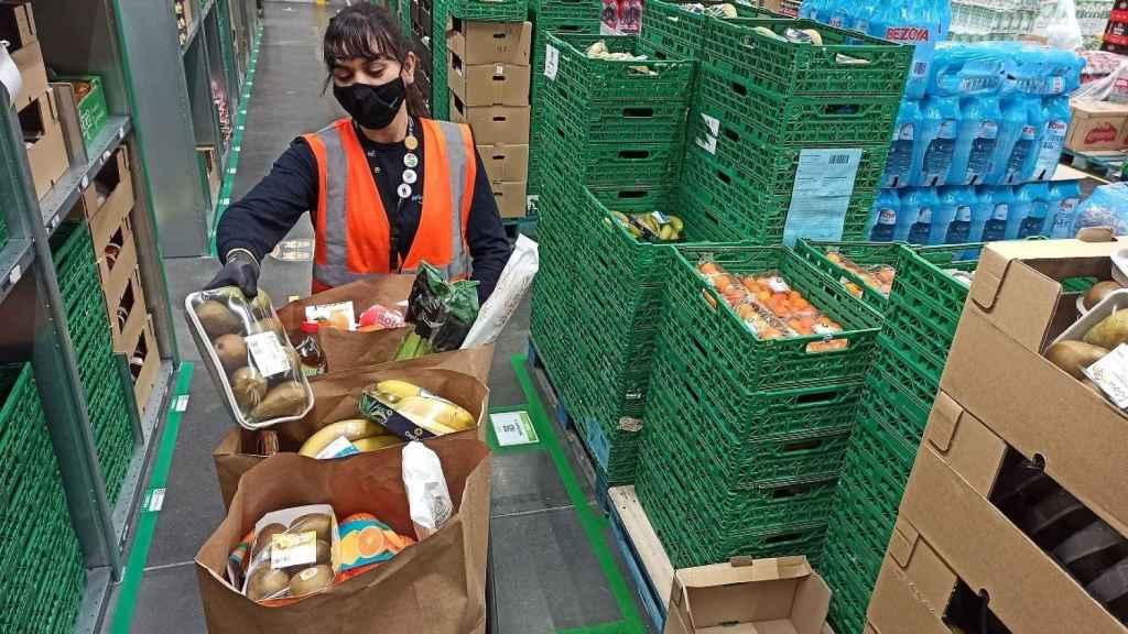 Trabajadora de Amazon Fresh.