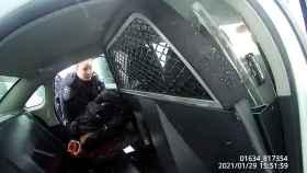 Agentes esposan y rocían con gas pimienta a niña negra de 9 años en Rochester, Nueva York.