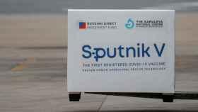 Por qué la Unión Europea no usará la vacuna rusa Sputnik