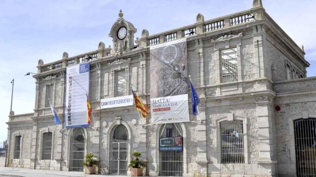 Casa Mediterráneo, ubicada en la antigua estación de Murcia, y donde terminan las vías de Adif.