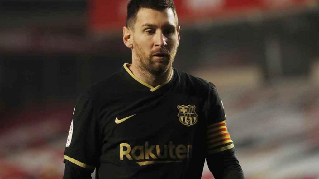 Leo Messi, con la camiseta negra del Barcelona