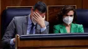Pedro Sánchez y Carmen Calvo en el Congreso de los Diputados.
