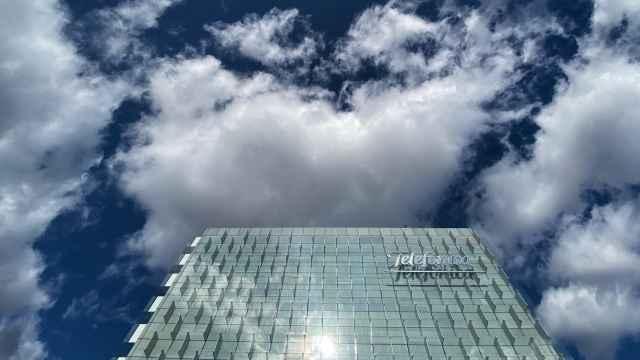 Una de las torres de la sede central de Telefónica en Madrid.