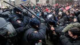 Los enfrentamientos entre la policía y los manifestantes.
