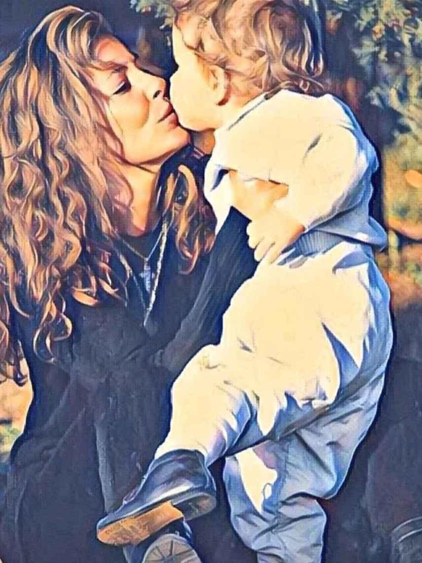 Ana Obregón ha compartido esta tierna imagen para recordar a su hijo.