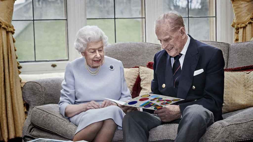 La reina Isabel y el duque de Edimburgo, durante su aniversario en el castillo de Windsor.
