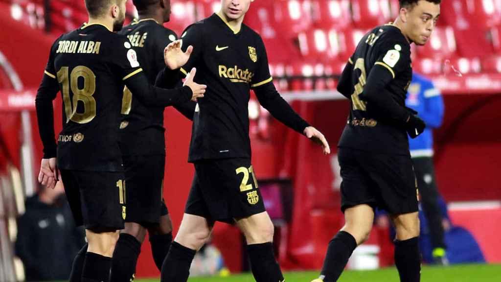 Los jugadores del Barça celebran un gol ante el Granada