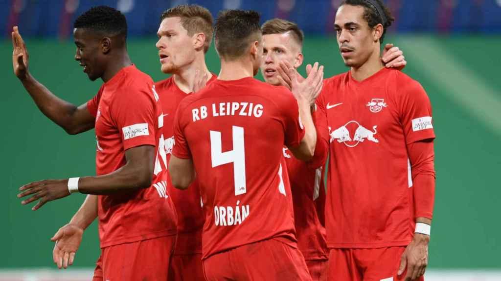 Los jugadores del RB Leipzig celebran un gol