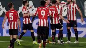 Los jugadores del Athletic celebran el gol ante el Betis