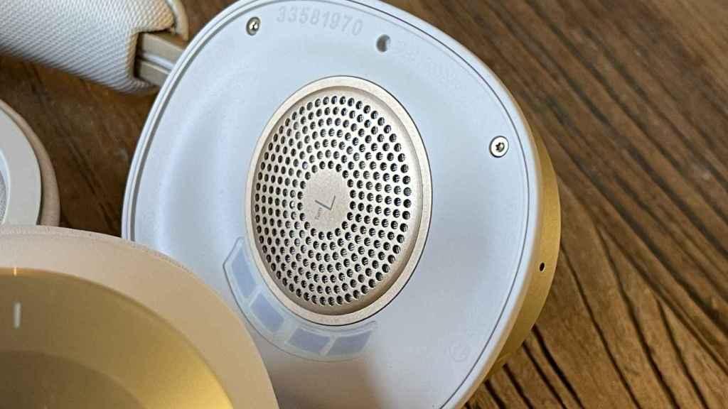 La parte interior del auricular.