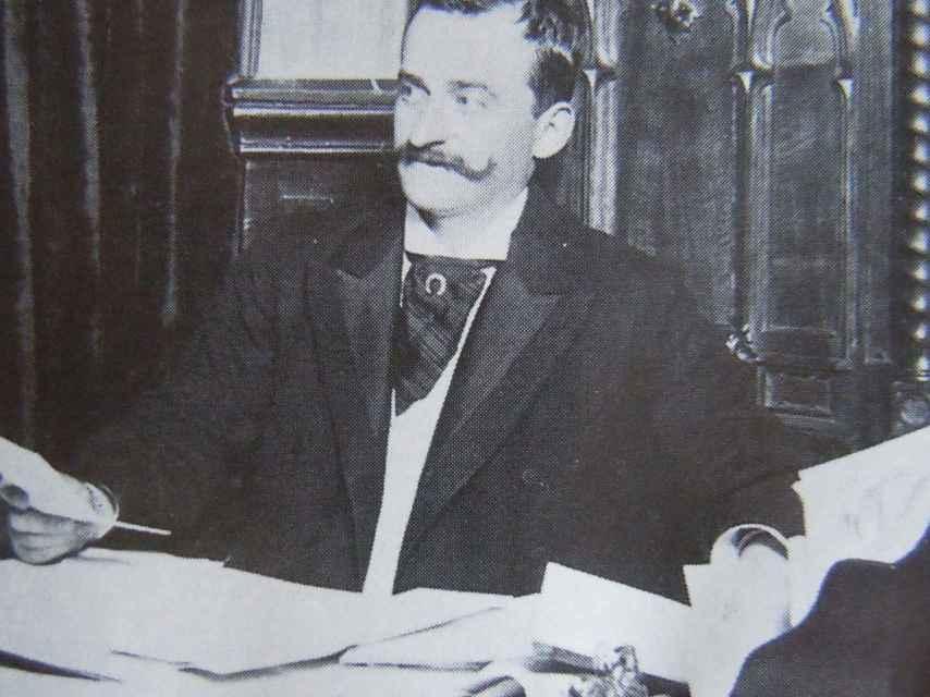 Romanones, en el sillón de alcalde de Madrid.