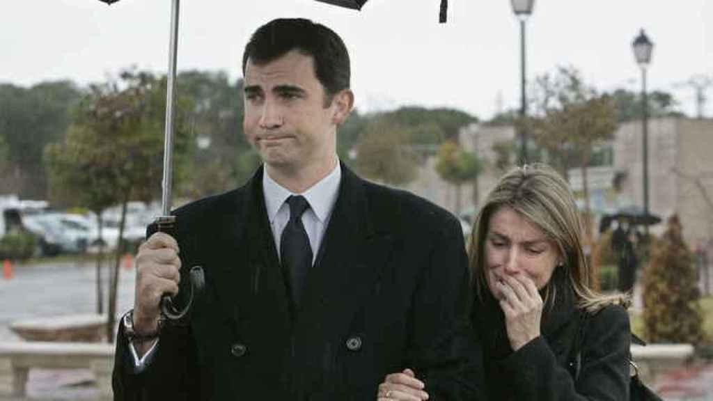 Felipe de Borbón y Letizia en el funeral de Érika Ortiz.