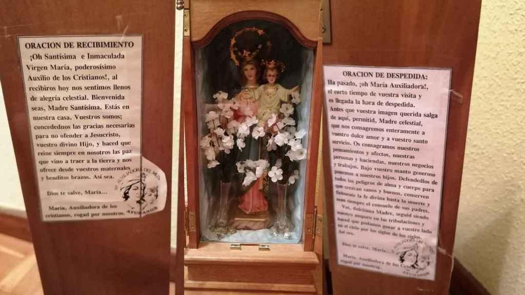 Fotomontaje con las imágenes de la capilla que sigue rotando por el barrio.