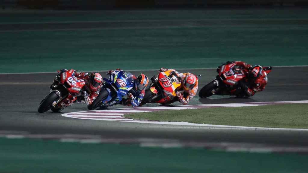 Dovizioso al frente de un grupo con Rins, Márquez y Petrucci