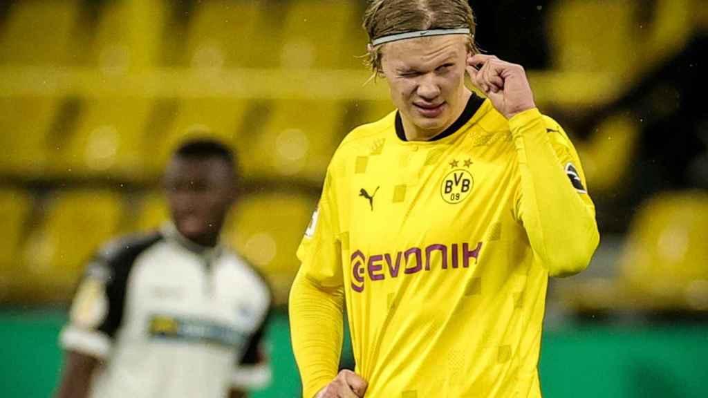 Haaland durante un partido con el Borussia Dortmund frente al Padeborn 07