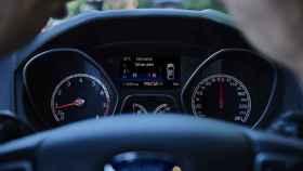 Imagen al volante de un coche.