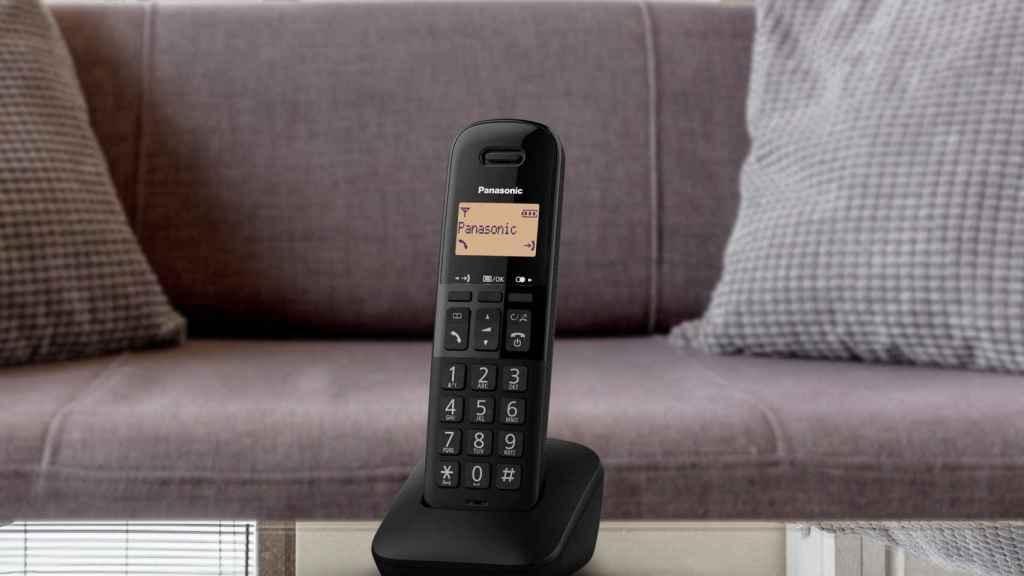 Uno de los nuevos teléfonos de Panasonic con el botón para bloquear llamadas.