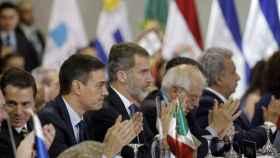 El rey Felipe VI y Pedro Sánchez durante la Cumbre Iberoamericana de la Migración de 2018.