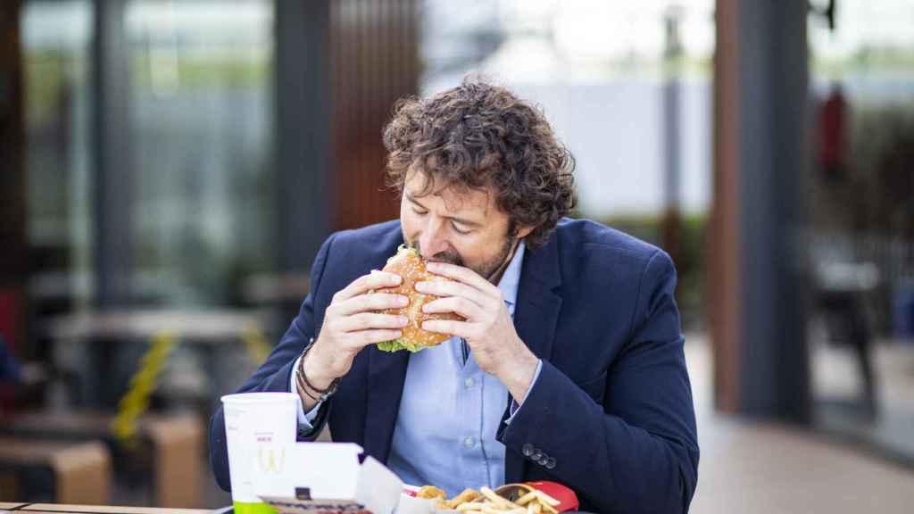 Jorge prueba todos los productos que McDonald's pone en el mercado varias veces, antes y después de su lanzamiento.