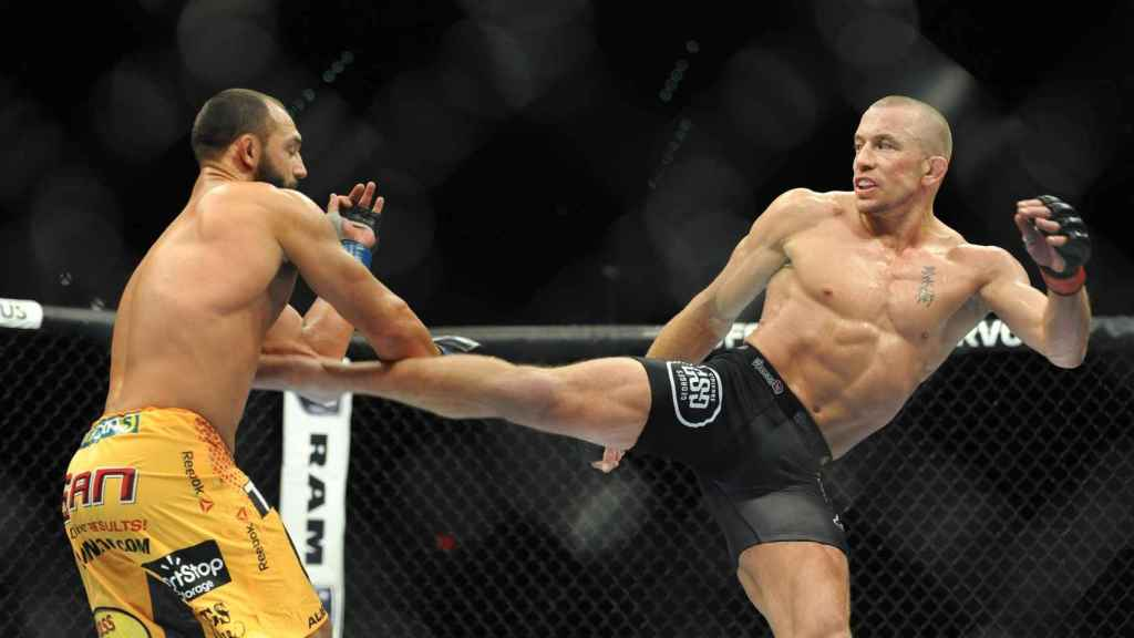 Georges St-Pierre vs. Johny Hendricks, en un combate de la UFC
