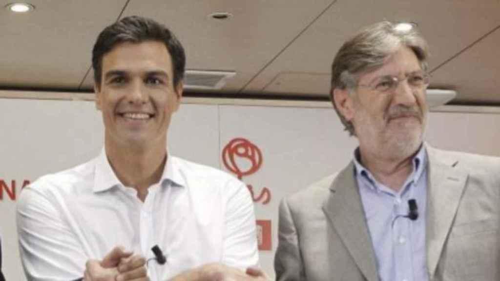 Pedro Sánchez y José Antonio Pérez Tapias, durante las primarias del PSOE en 2014.