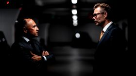 Dos ejecutivos conversando.