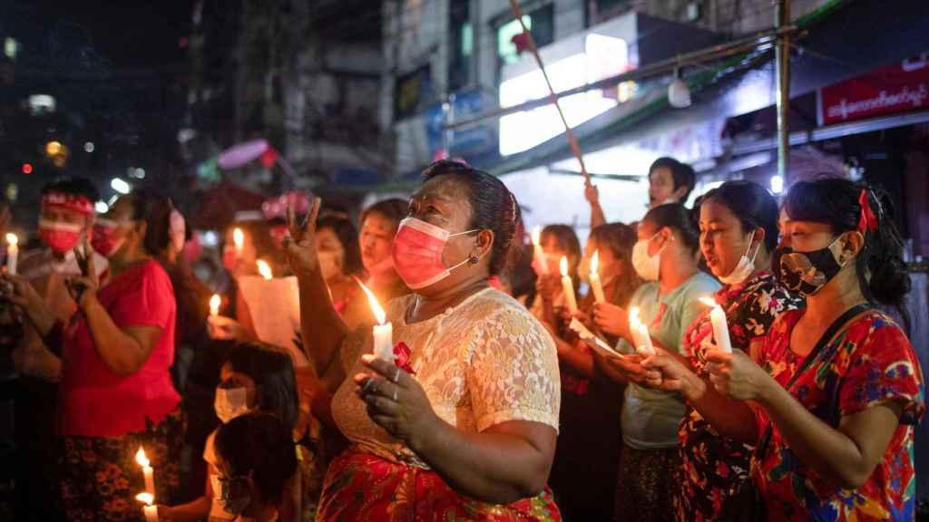 Manifestaciones contra la junta militar en Yangon, Birmania.