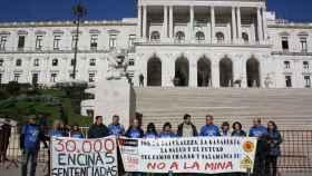 Stop Uranio ante el Parlamento de Portugal