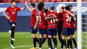 Los jugadores de Osasuna celebran un gol ante el Eibar