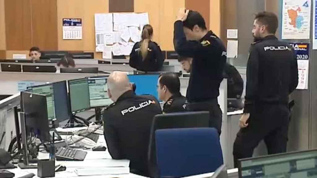 La Sala del 091 en Madrid, en una de sus tensas jornadas de trabajo.