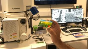 Proceso de fabricación de tarjetas sostenibles.