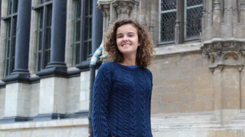 Elena tiene 19 años y es de Santander.