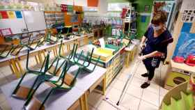 Desinfección en un colegio de Montpellier (Francia). Efe